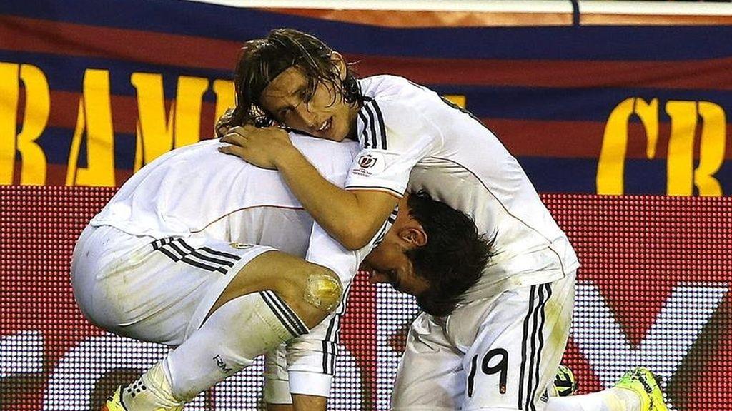El delantero galés del Real Madrid Gareth Bale celebra su gol ante el FC Barcelona