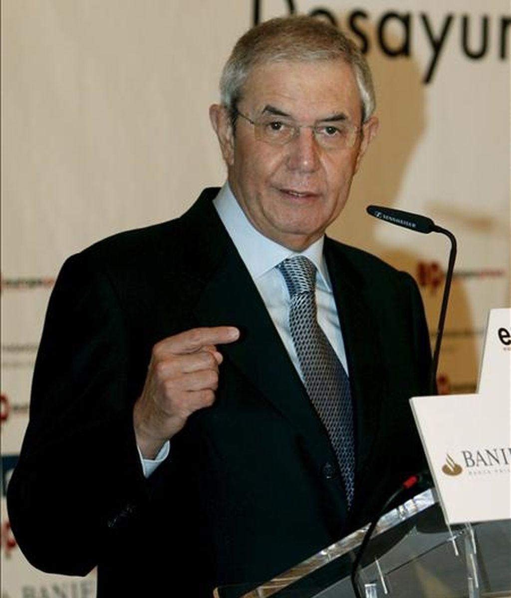 El presidente de la Xunta de Galicia, Emilio Pérez Touriño, durante su intervención en los desayunos informativos de Europa Press celebrados hoy en  Madrid. EFE