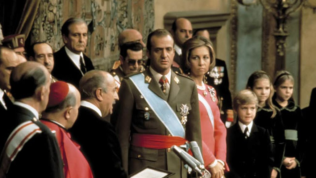 Coronación del Rey Don Juan Carlos en las Cortes en 1975