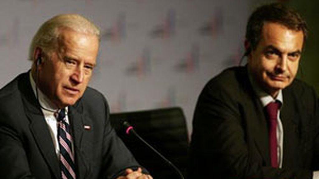 Zapatero mantuvo un encuentro con Joe Biden el sábado en la cumbre de Líderes Progresistas en Chile. FOTO: EFE