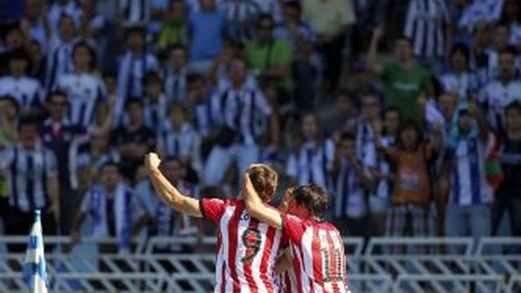 Llorente celebra uno de los goles. EFE