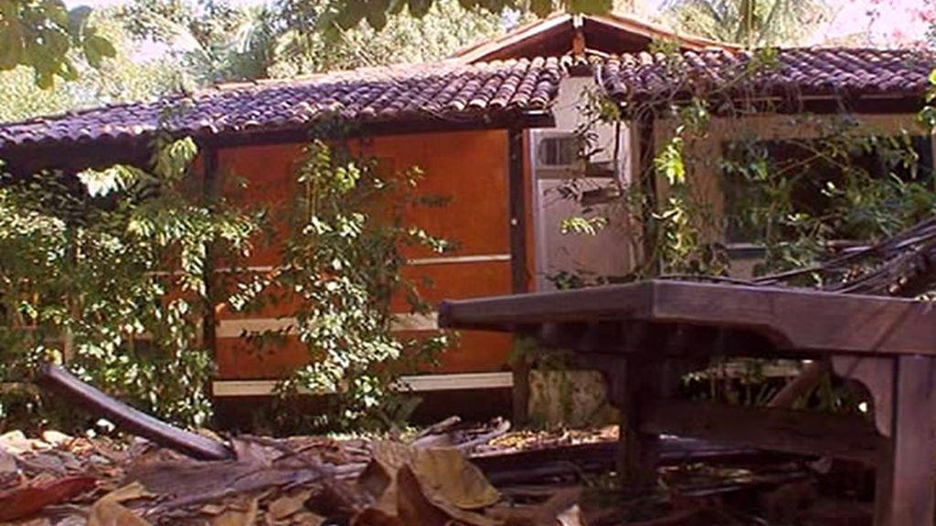 Antes de la reforma, el patio exterior estaba lleno de maleza