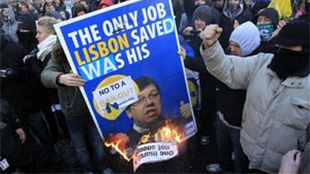 Protestas contra el primer ministro de Irlanda. Foto: AP.