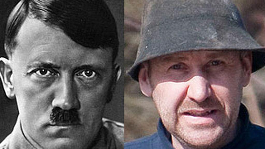 Hitler (izq) y Gerhard Koppensteiner el granjero austríaco, primo lejano del dictador nazi. Foto 'The Sun'