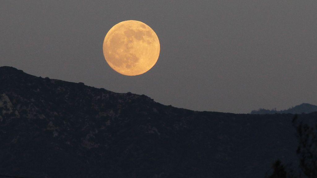 Eclipse en los montes Verdugo, California