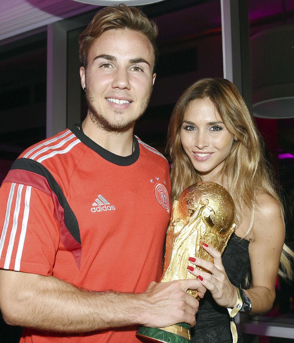 El goleador Götze junto a su novia Ann-Kathrin Broemmel