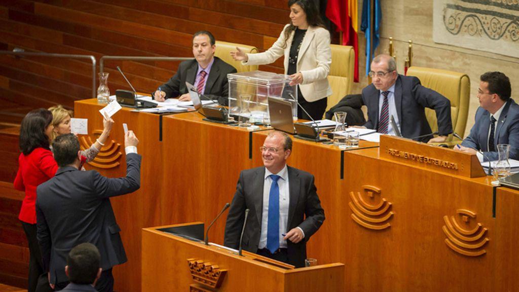 El Parlamento extremeño vota contra la reforma de la ley del aborto