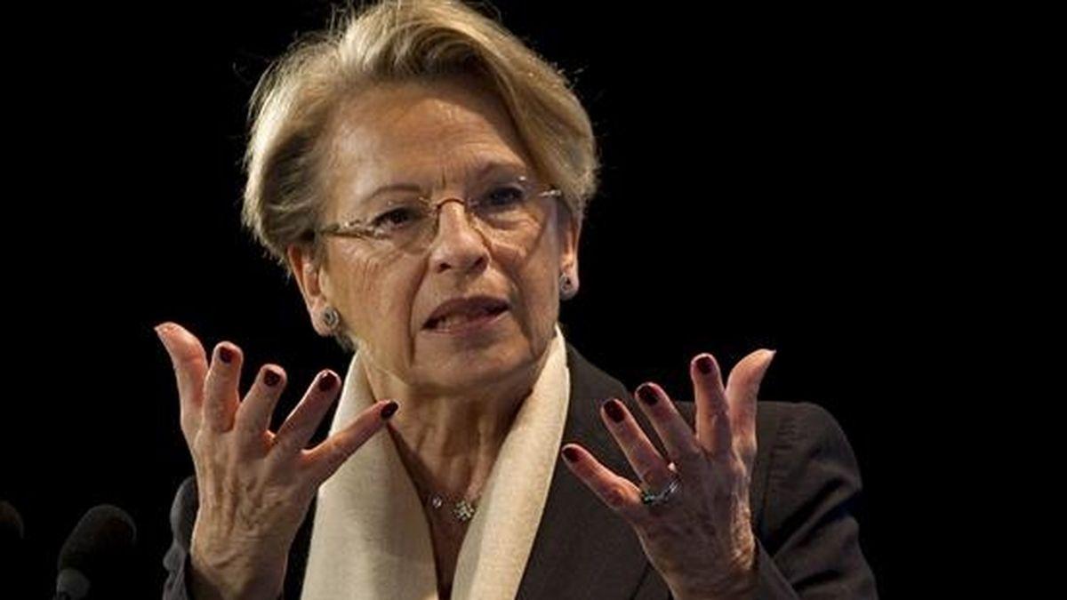 """La ministra de Asuntos Exteriores francesa, Michele Alliot-Marie ofrece un discurso en la conferencia celebrada bajo el título """"Nuevo Mundo, Nuevo Capitalismo"""" celebrada en París (Francia) hoy, viernes, 7 de enero de 2011. EFE"""