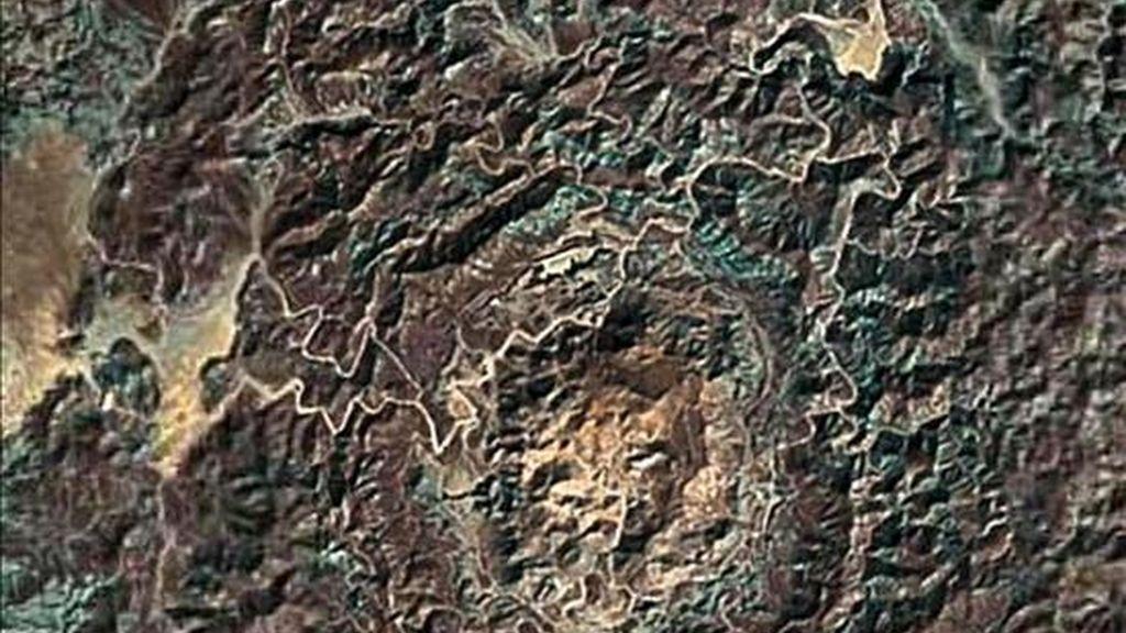 """En la imagen, un cráter encontrado con el programa """"Google Earth"""". EFE/Archivo"""