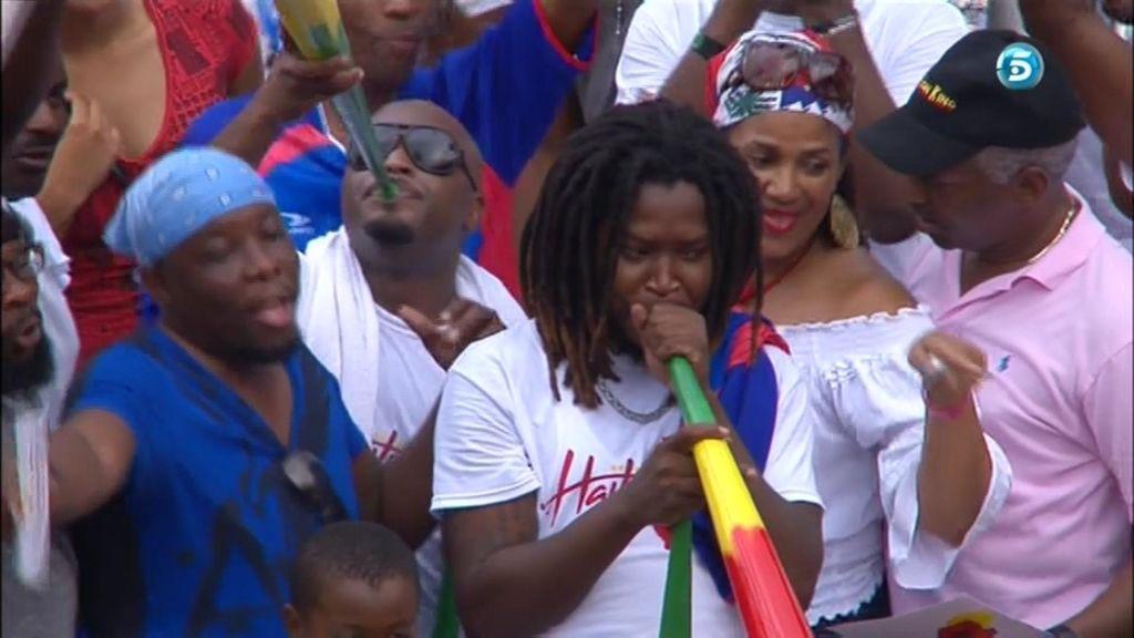 Aficionados de Haití animando a su selección en las gradas
