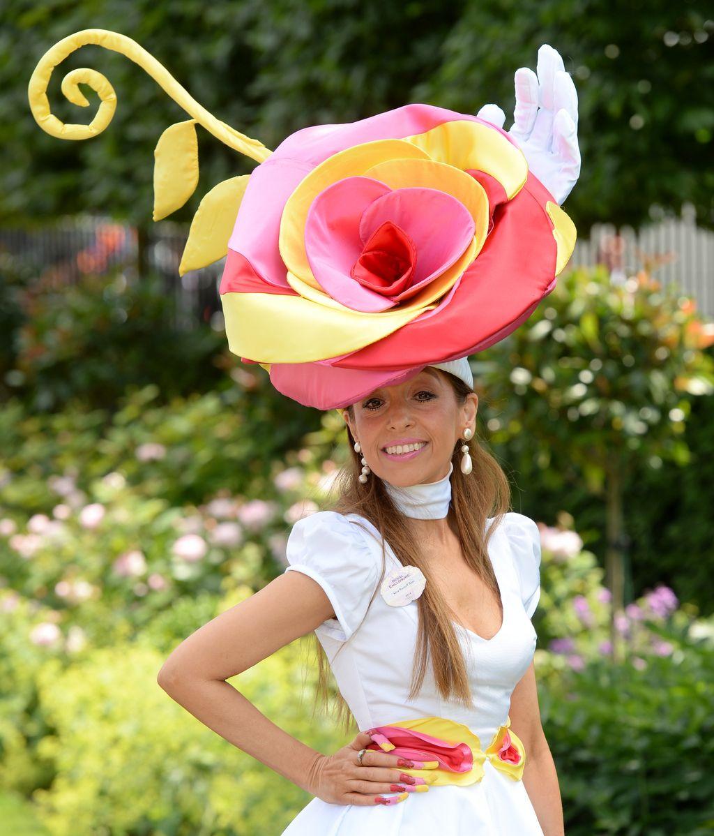 Pase de sombreros en la cita anual británica