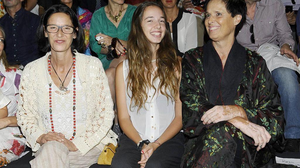 Paola Dominguín y Lucía Bosé vieron el desfile de Francis Montesinos