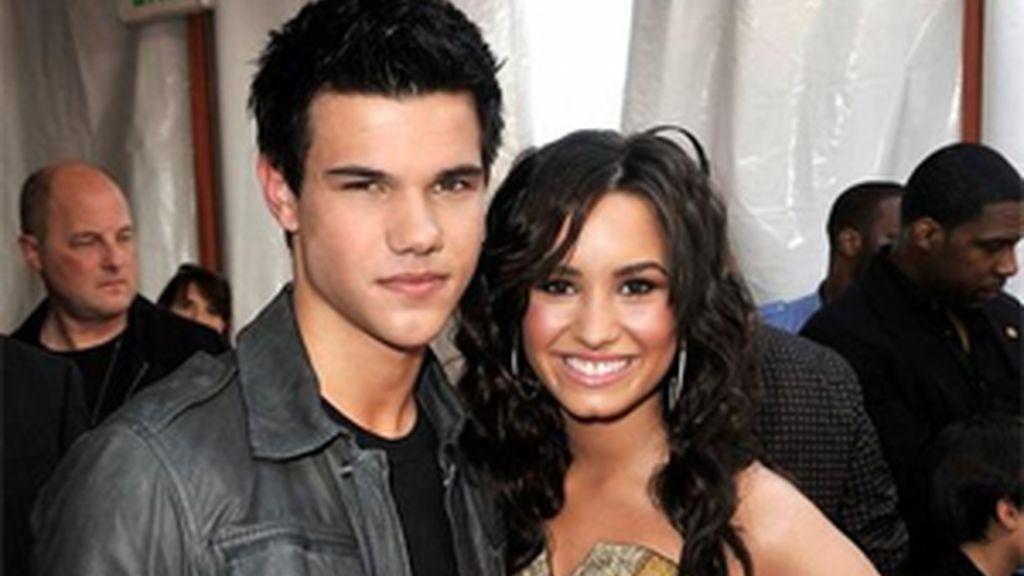 Taylor Lautner y Demi Lovato, muy amigos, aunque ella prefiere a Pattinson.