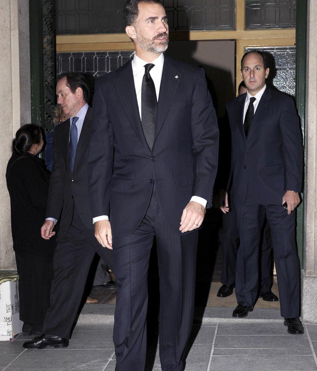 El príncipe Felipe acude al funeral de Íñigo de Arteaga