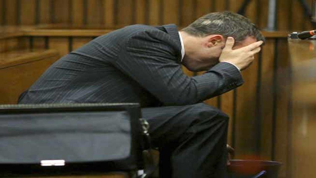 Pistorius vomita ante el tribunal que le juzga