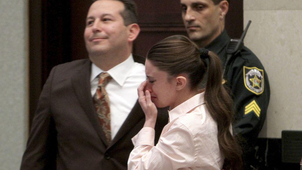 Casey Anthony con su abogado tras conocer el fallo del jurado. Foto: Reuters