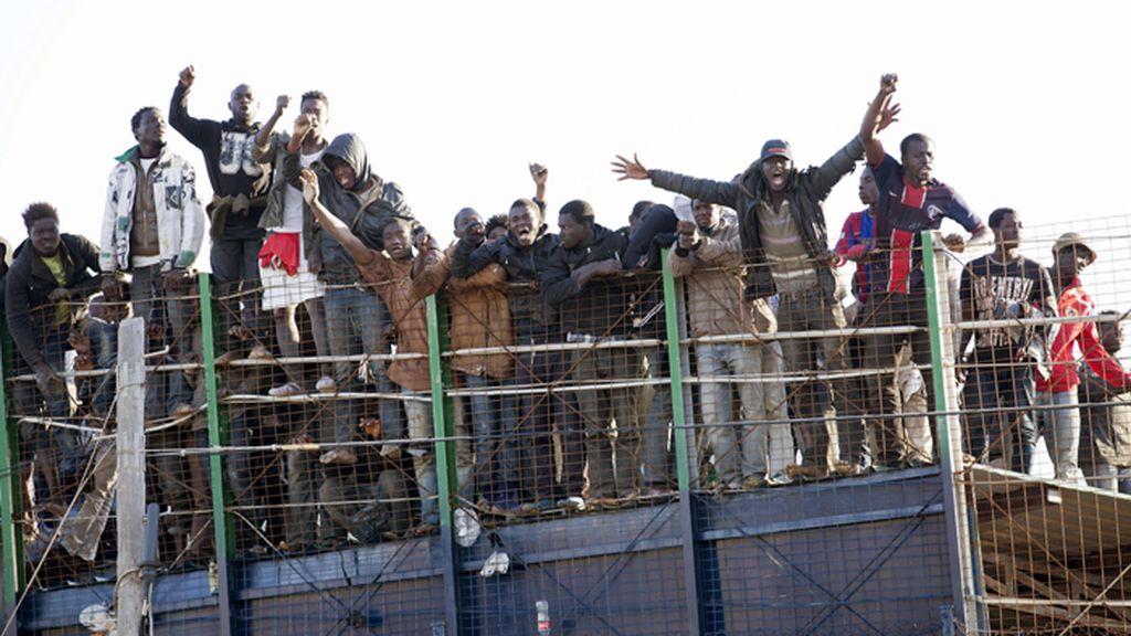 Decenas de inmigrantes de origen subsahariano protagonizan un nuevo intento de entrada a Melilla