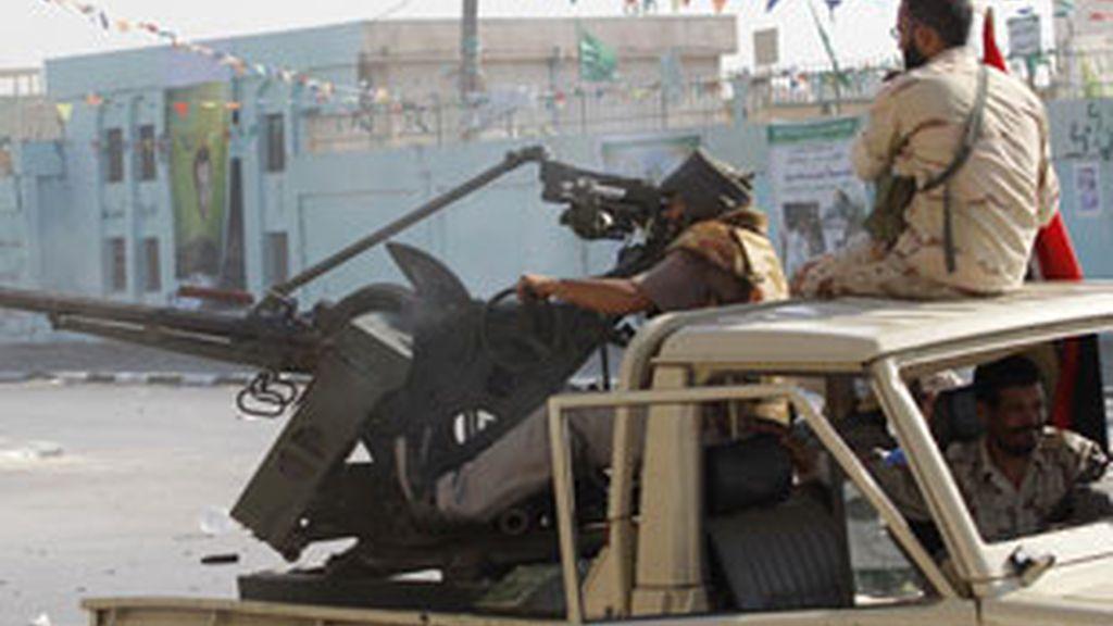 Los rebeldes buscan a Gadafi en Trípoli. Vídeo: Informativos Telecinco.