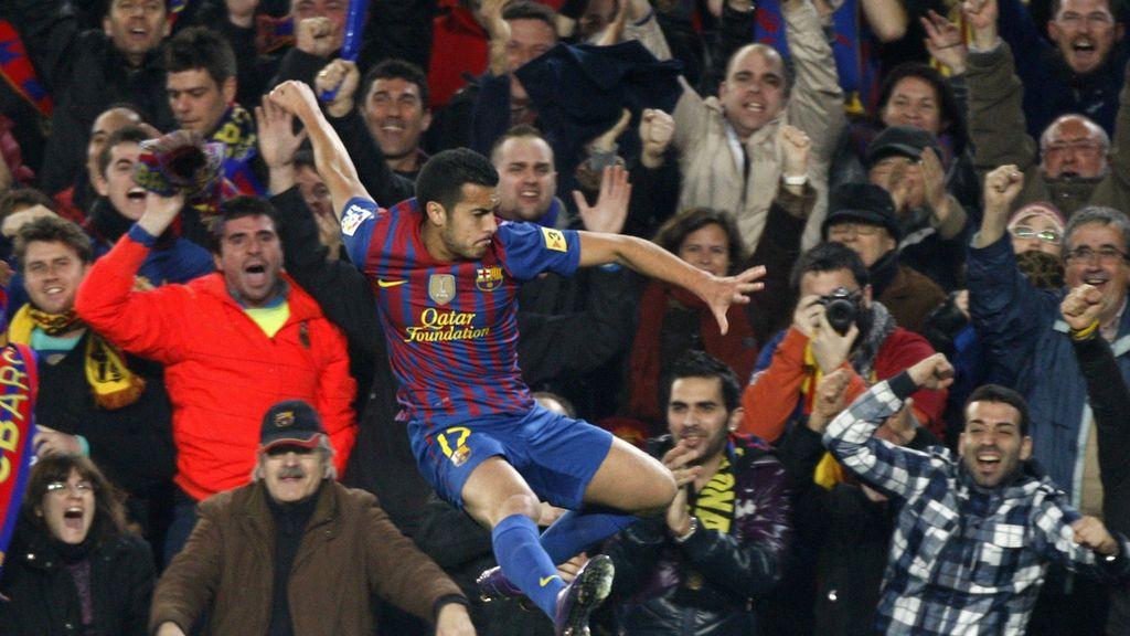 Pedro adelanta al Barcelona y celebra el gol con la afición