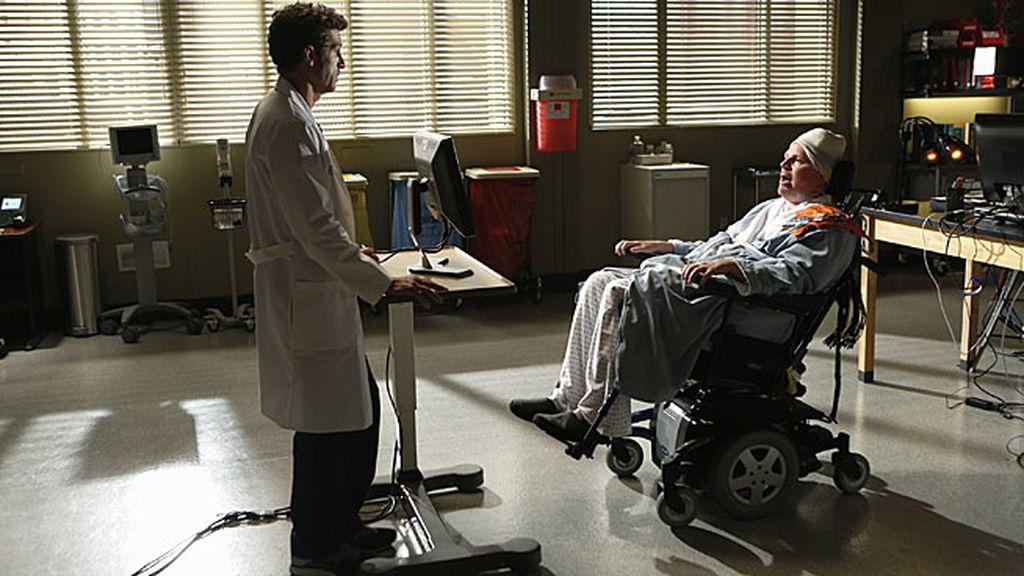 Derek trabaja junto a Callie en un novedoso proyecto de investigación cerebral