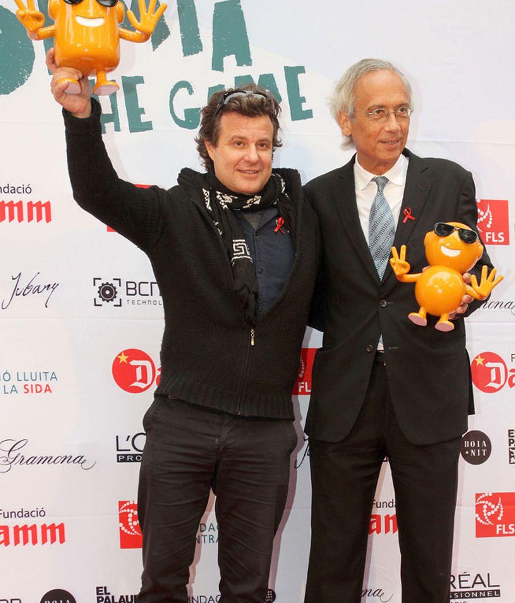 Ricardo Bofill con Pitu y Tupi, protagonistas del videojuego