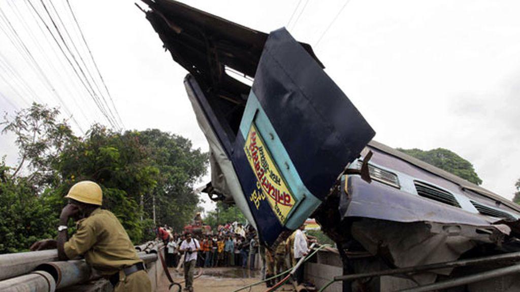 tres vagones destrozados