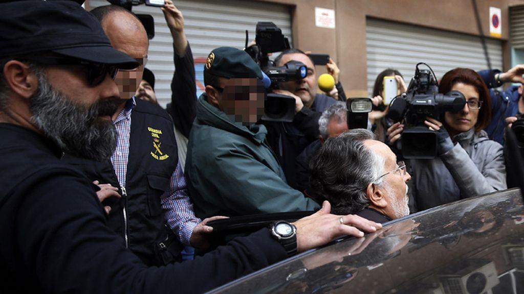 La Guardia Civil registra el domicilio de Alfonso Grau en Valencia