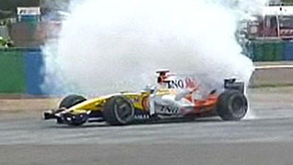 Momento de la rotura del motor del R-28 de Alonso.