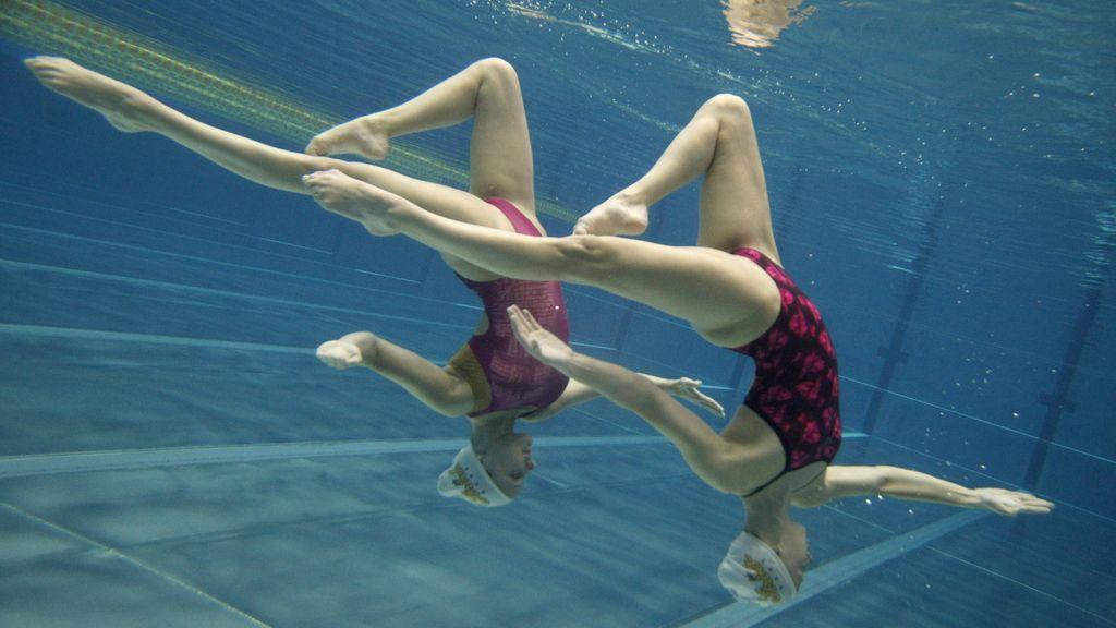 El equipo australiano de natación sincronizada durante una competición
