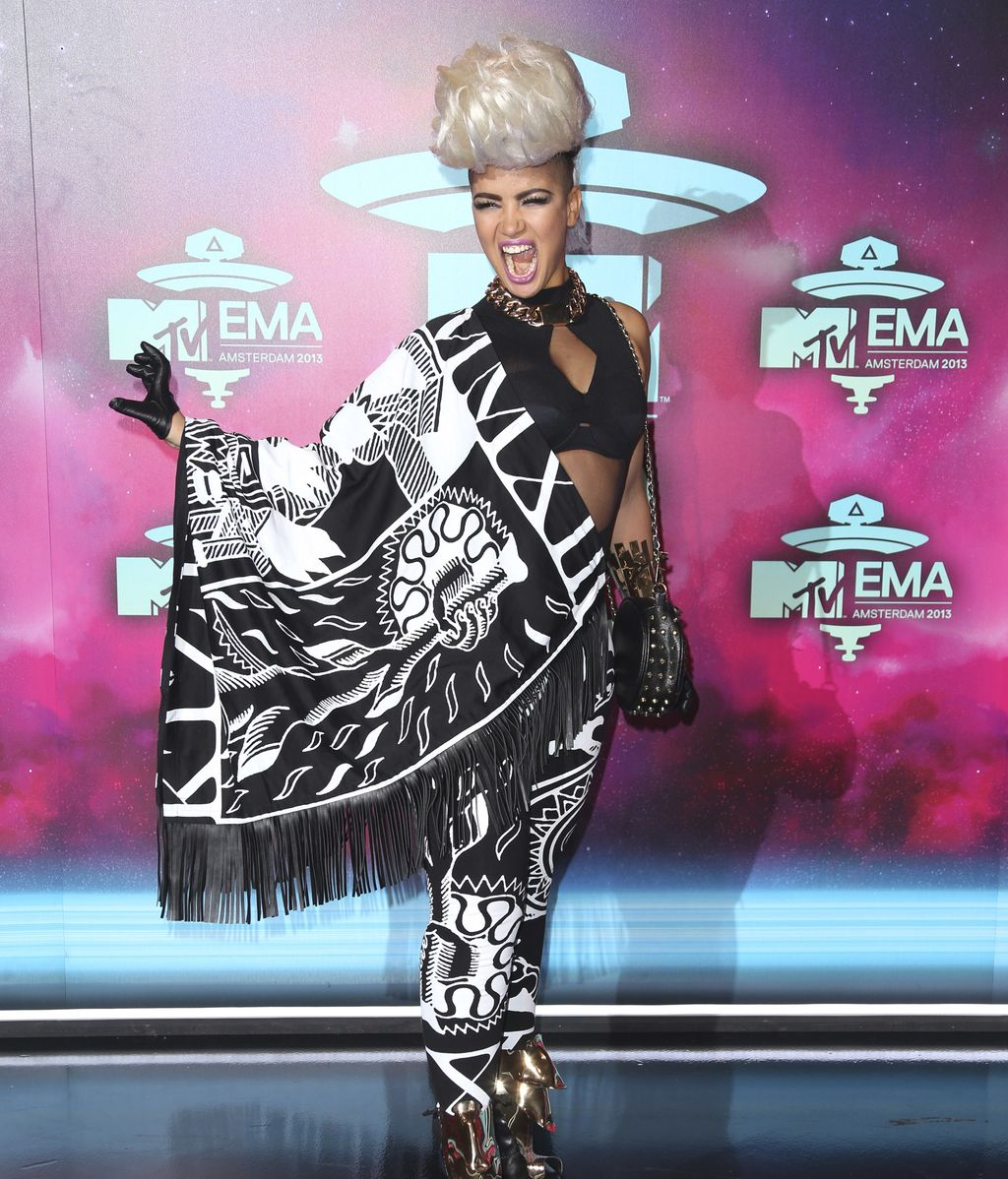 Eva Simons posa para los fotógrafos en los premios MTV EMA