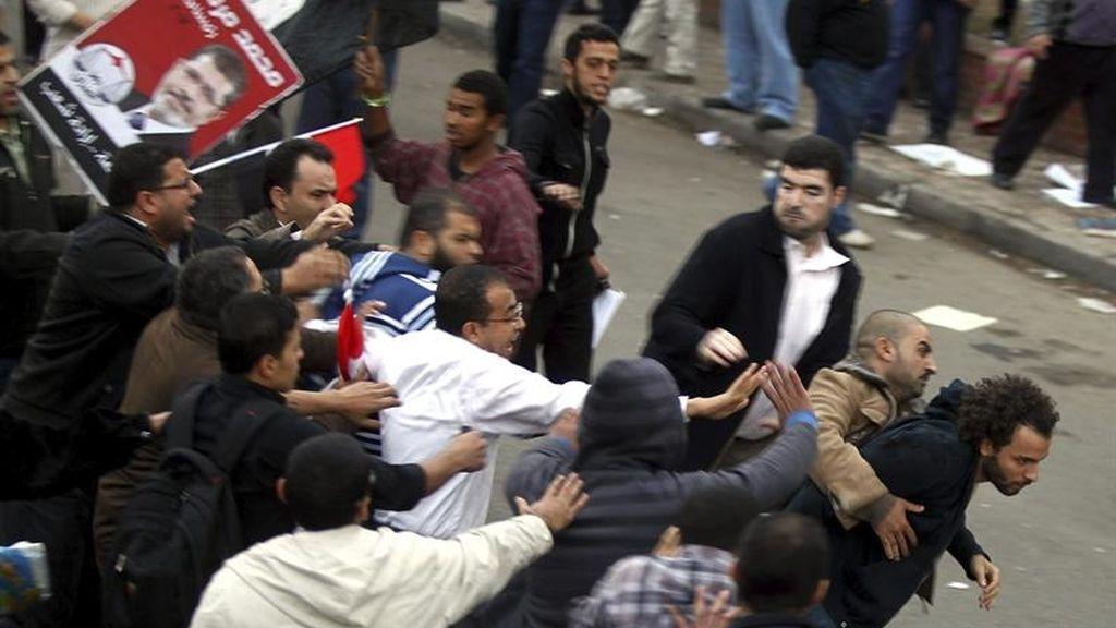 Violencia entre partidarios y detractores de Mursi en El Cairo