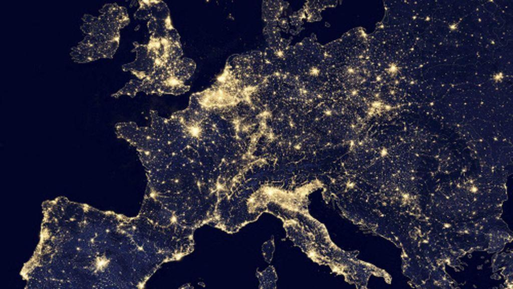 Resultado de imagen de europa de noche vista desde el espacio