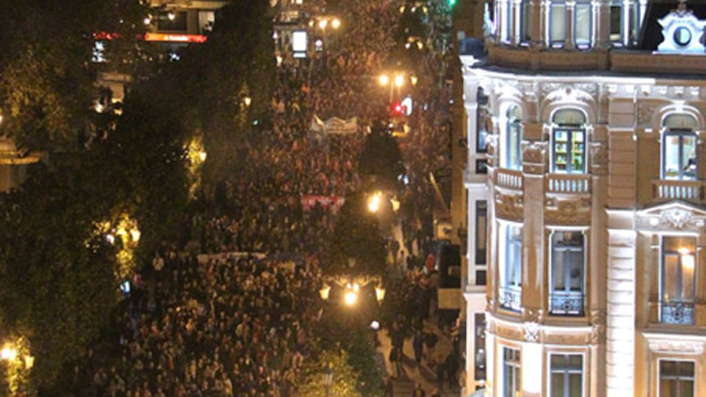 Vista de la manifestación convocada por los sindicatos CCOO, UGT, USO y los colectivos agrupados bajo la llamada Cumbre Social, con motivo de la huelga general, hoy en Oviedo