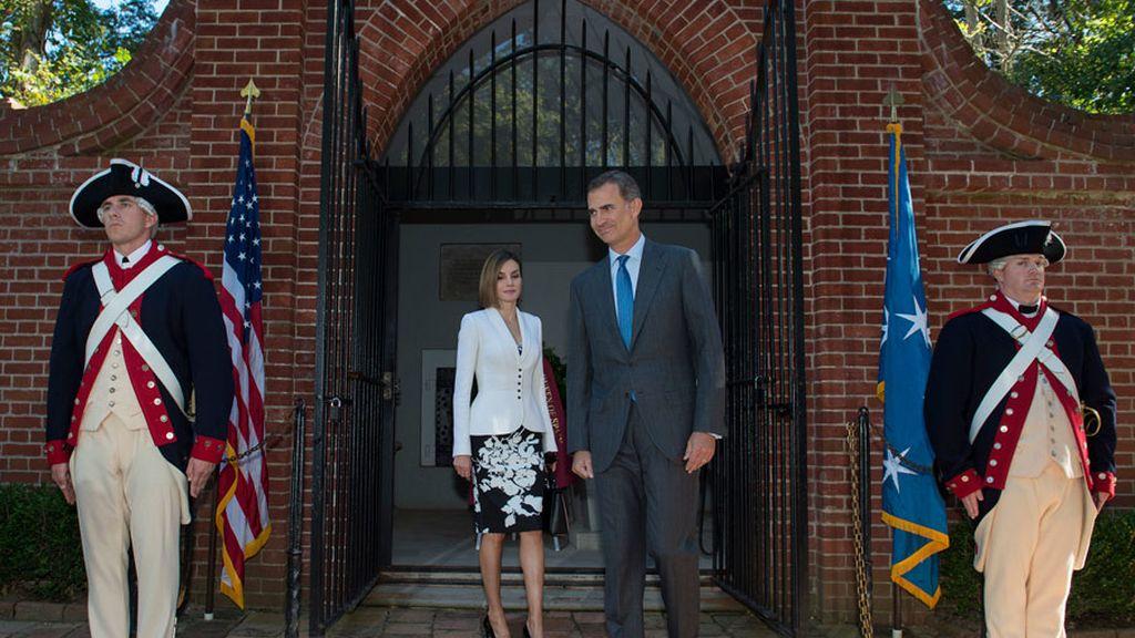 Los Reyes inician su visita oficial a Estados Unidos con un homenaje al primer presidente del país