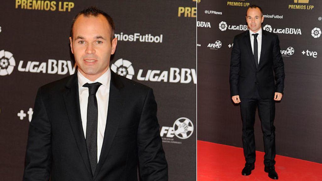 Andrés Iniesta fue premiado a mejor centrocampista de ataque