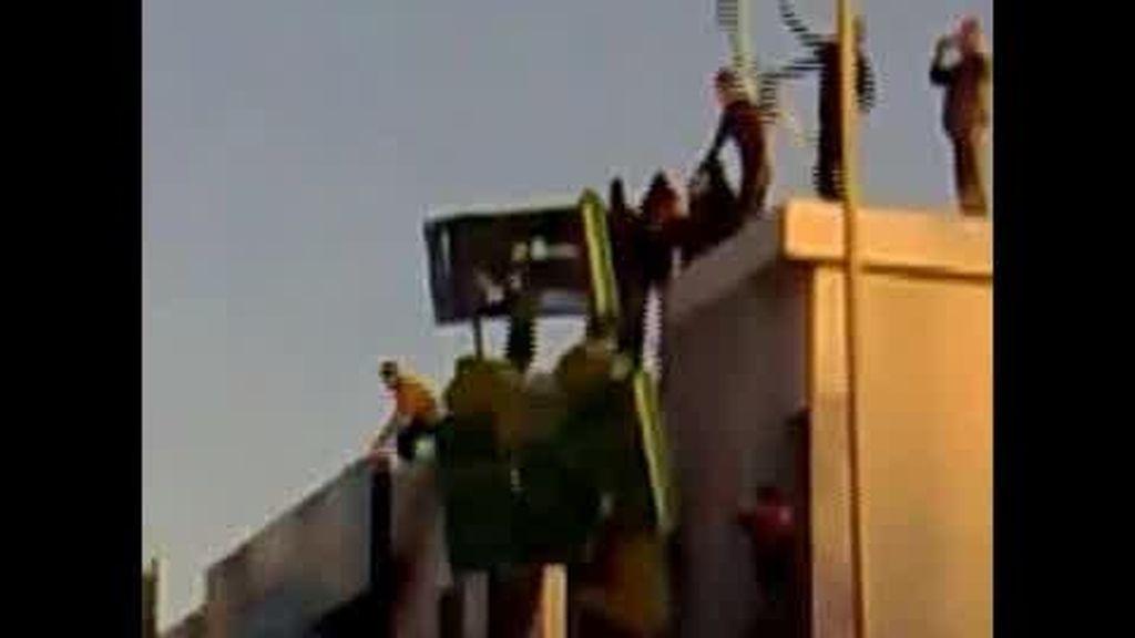 El régimen de Gadafi se desmorona