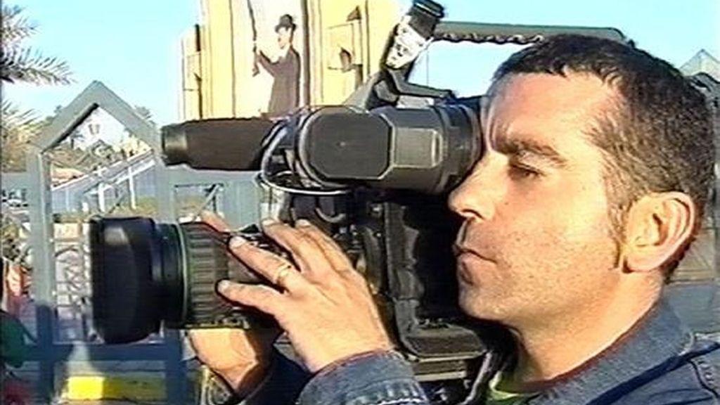 Fotografia de archivo, tomada en Bagdad, del cámara José Couso, de 37 años, quien falleció tras ser herido por un proyectil que alcanzó el Hotel Palestina, en el que se encontraba alojado junto a numerosos periodistas. EFE/Telecinco/Archivo