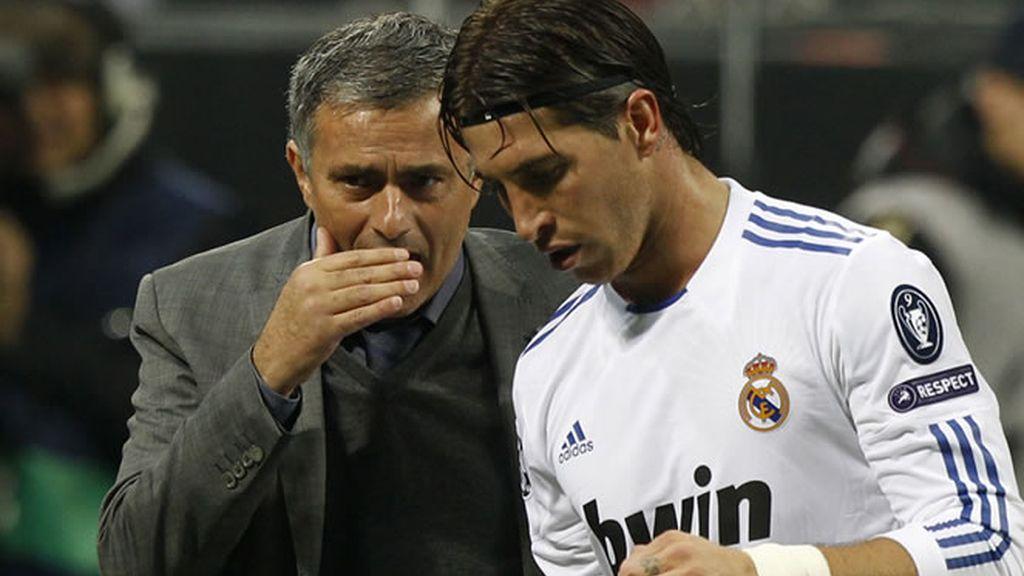 Mourinho, Dudek, Casillas, Ramos y Xabi Alonso expedientados porla UEFA por el numerito de las tarjetas