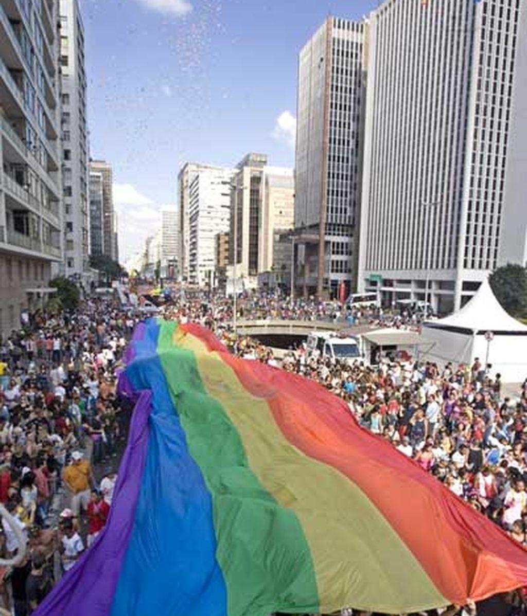 La avenida Paulista se ha teñido con los colores del arco iris. Foto: EFE