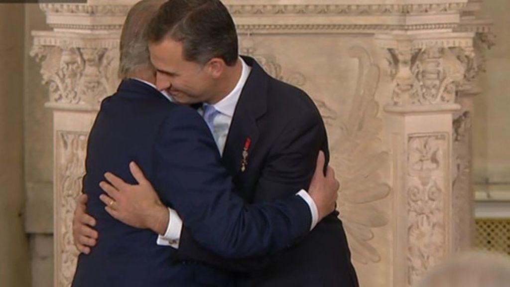 El abrazo histórico entre padre e hijo