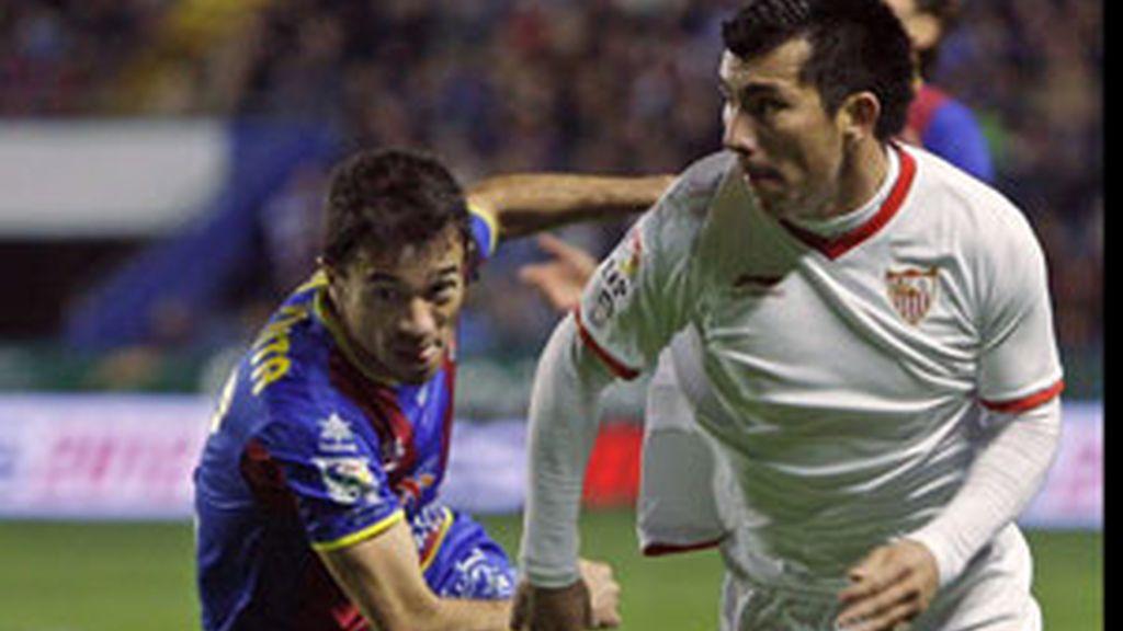 El Sevilla tuvo las ocasiones y el Levante se quedó los puntos FOTO: EFE