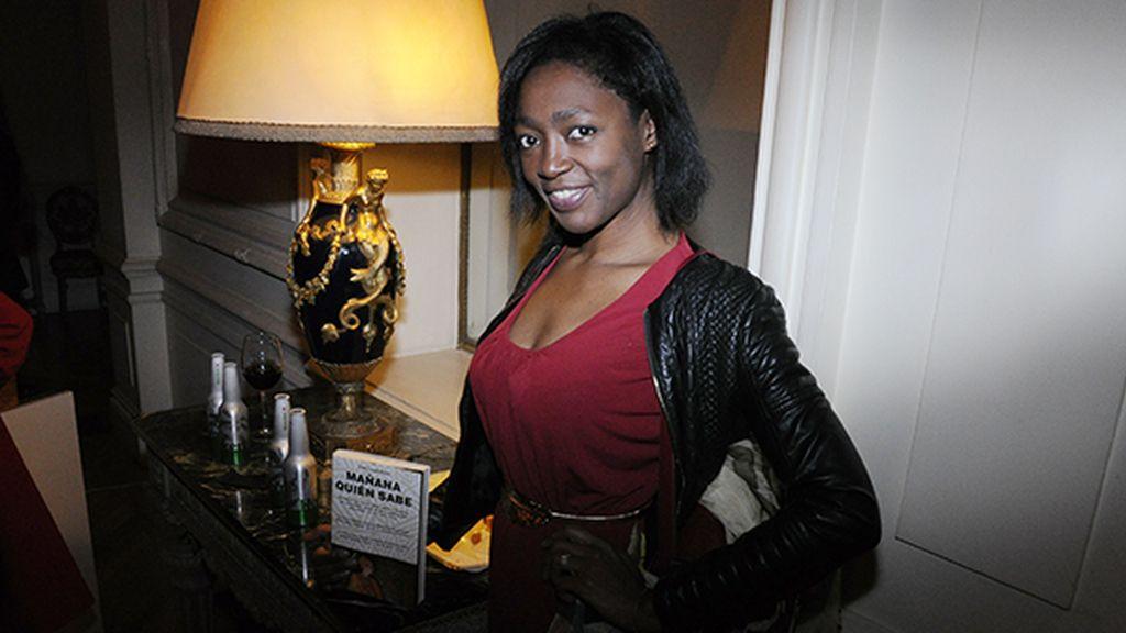 Francine Gálvez disfrutando del evento en los elegantes salones de la Embajada de Italia