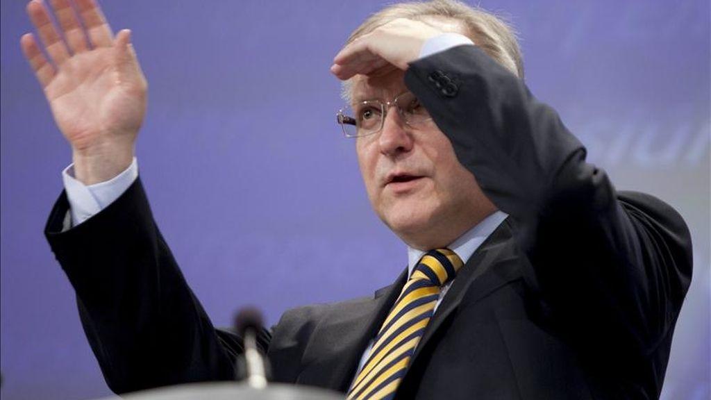 El comisario europeo de Asuntos Económicos y Monetarios, Olli Rehn, durante una rueda de prensa en la sede de la Comisión Europea en Bruselas hoy. EFE