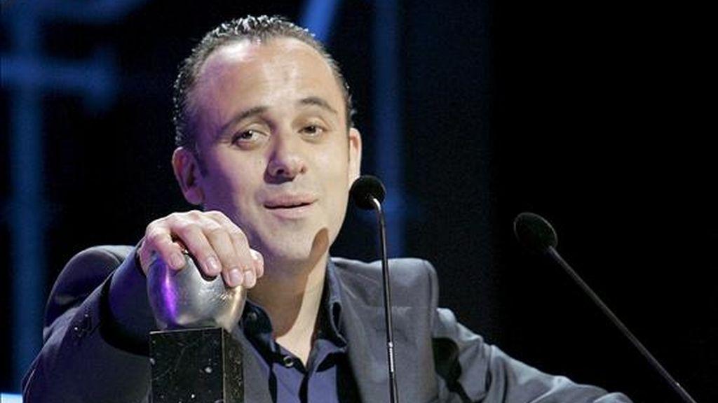"""El actor Javier Gutiérrez en un momento de su discurso tras obtener esta noche el Premio Max al mejor actor, por """"Argelino, servidor de dos amos"""", en la gala celebrada hoy en el Teatro Cuyás de Las Palmas de Gran Canaria. EFE"""