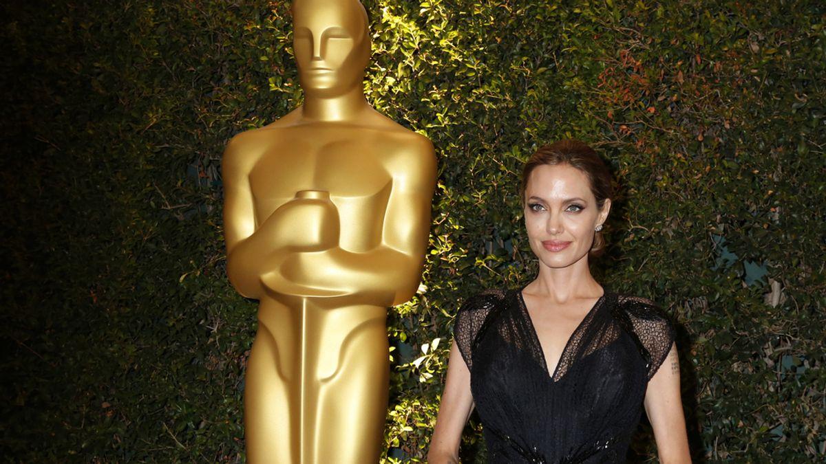 Angelina Jolie se gasta un millón de euros en un anillo