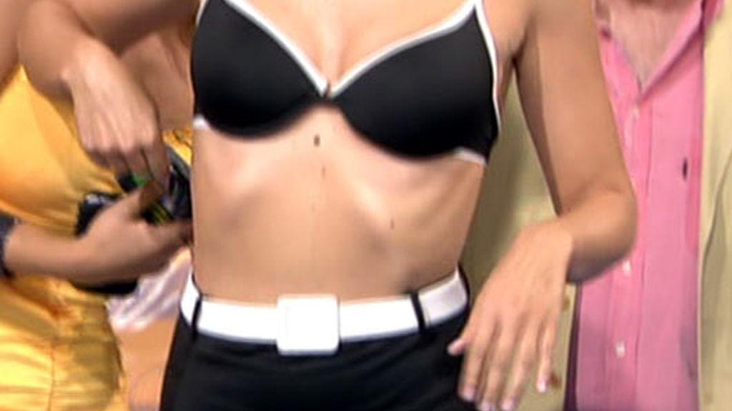 Tania Llasera se quita la ropa y se tira al barro con Yola Berrocal