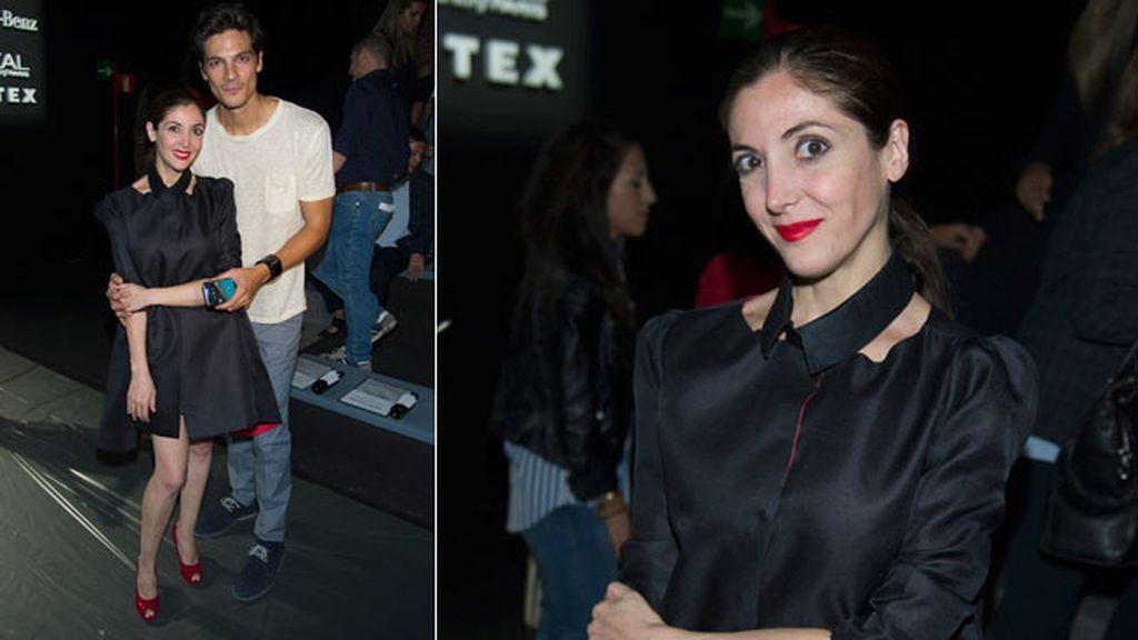 Espido Freire junto al modelo Javier de Miguel
