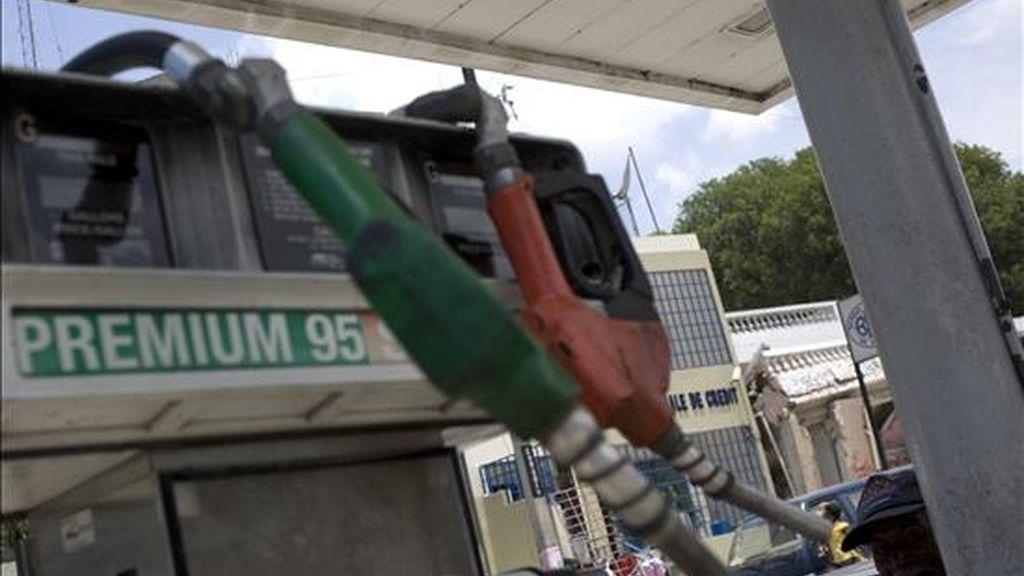 Aspecto de un surtidor de gasolina fuera de servicio en una estación de venta de combustibles en Puerto Príncipe (Haití). EFE/Archivo
