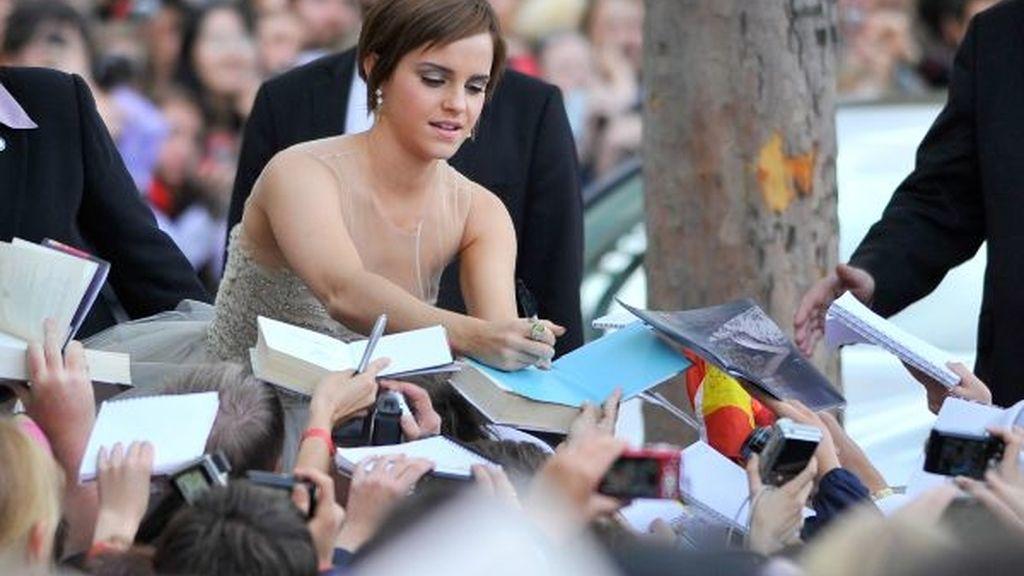 Emma Watson firma autógrafos
