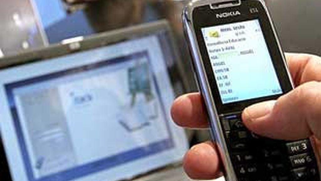 Los españoles enviamos en 2009 una media de 17 mensajes de móvil mensuales.
